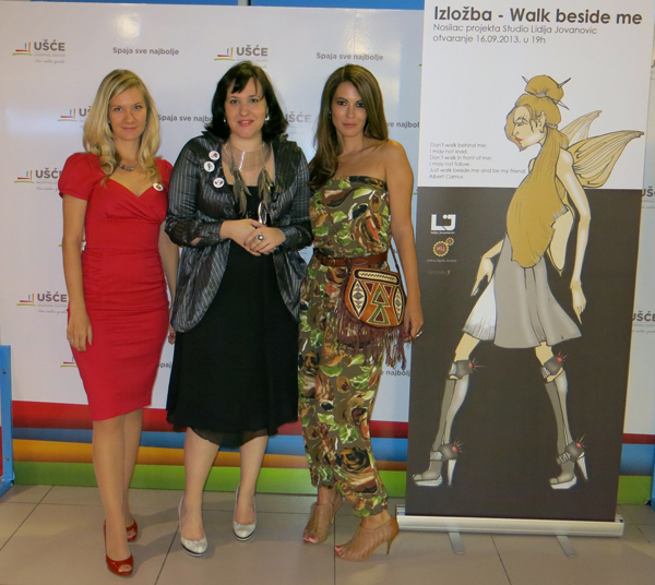 Organizator Milica Djuric dizajnerka Lidija Jovanovic i glumica Lena Bogdanovic na otvaranju izlozbe Otvoren festival cipela u Ušće Shopping Centru