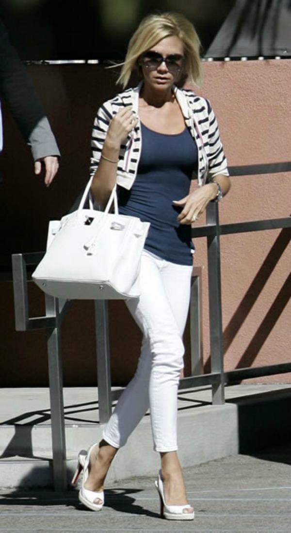 Victoria sa belom torbom 4jpg. Sve torbe: Victoria Beckham
