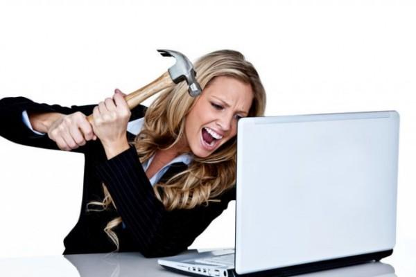 mujer enojada computadora mujima20130503 0031 29 Ženski tripovi: Što ja sve moram sama?