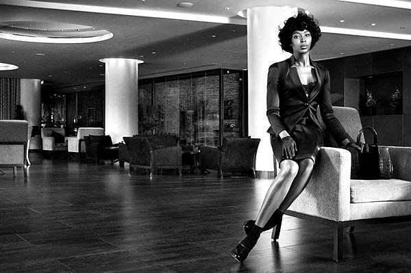 05 Naomi Kembel kao Misel Obama Naomi Campbell kao Michelle Obama