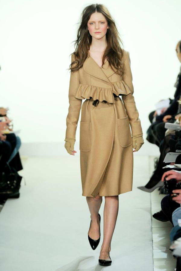 Bez Modne nedoumice: Haljina ili kaput?