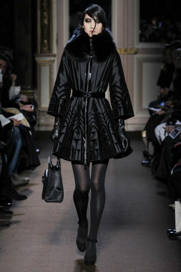 Crno Modne nedoumice: Haljina ili kaput?