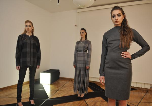 Dejana Momcilovic 34. Perwoll Fashion Week: Izložba Između istoka i zapada Gordane Ćirić Krstić i Modne vinjete