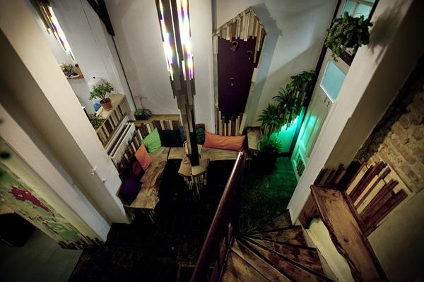 Drveni separe iz pticije perspektive Kafenisanje po planeti: Deset najboljih kuća kafe