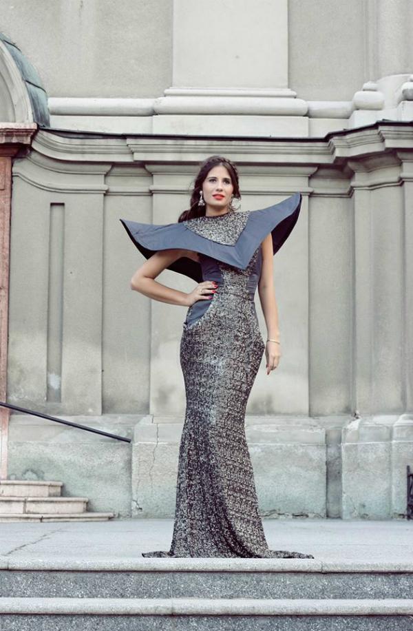 Haljina sa velikim dodatkom na gornjem delu Wannabe intervju: Nina Rajak