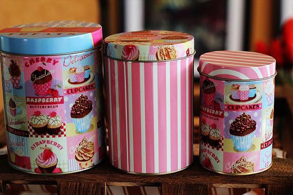 Konzerve sa kapkejkovima Retro posude za čuvanje slatkiša