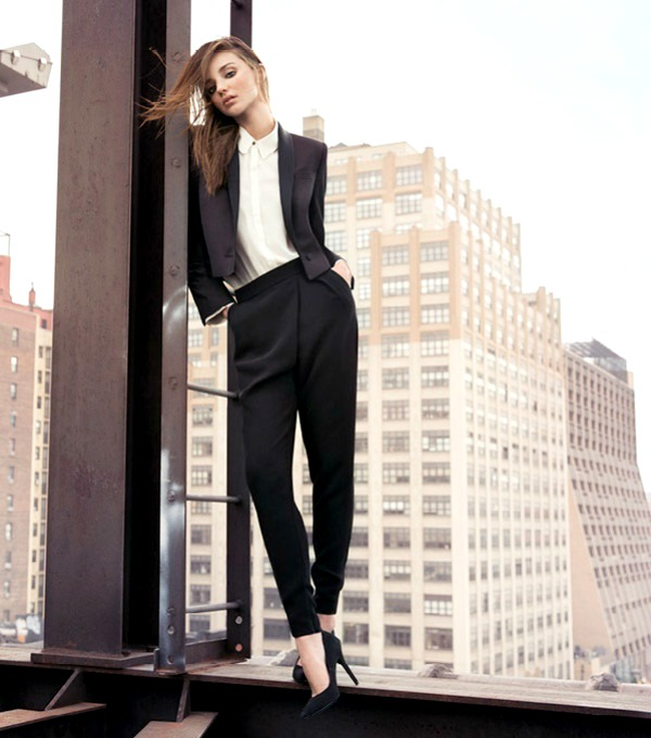 Miranda Ker slika 1.jpg Mango: Na vrhu zgrade gde vlada elegancija