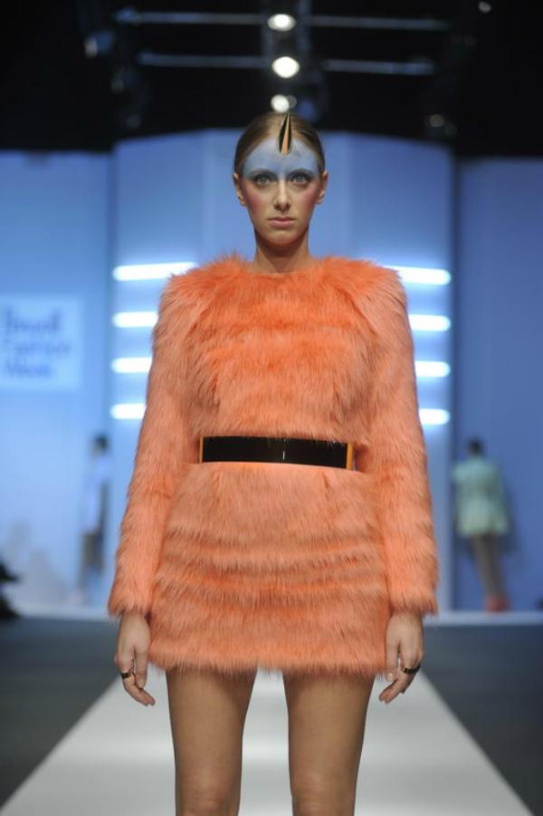 Narandžasta haljina od krzna 34. Perwoll Fashion Week: Ana Ljubinković