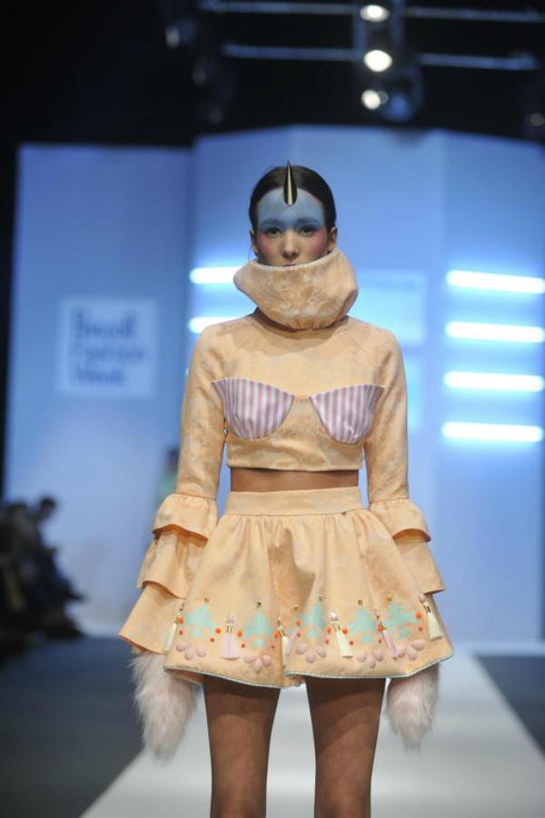 Nrandžasta haljina velika kragna 34. Perwoll Fashion Week: Ana Ljubinković