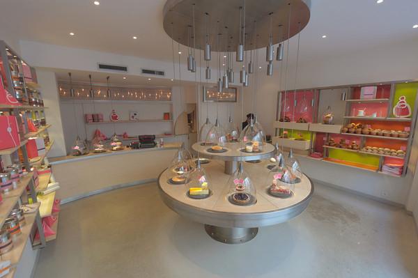 Okrugli sto sa kolacima na sredini Kafenisanje po planeti: Deset najboljih kuća kafe