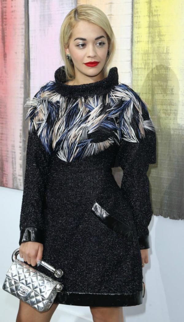 Rita Ora i Sanel tasnica koja iako lici da visi sa drzaca za toalet papir svakako je drugacija � Nedelja mode u Parizu: Deset tašni poznatih ličnosti