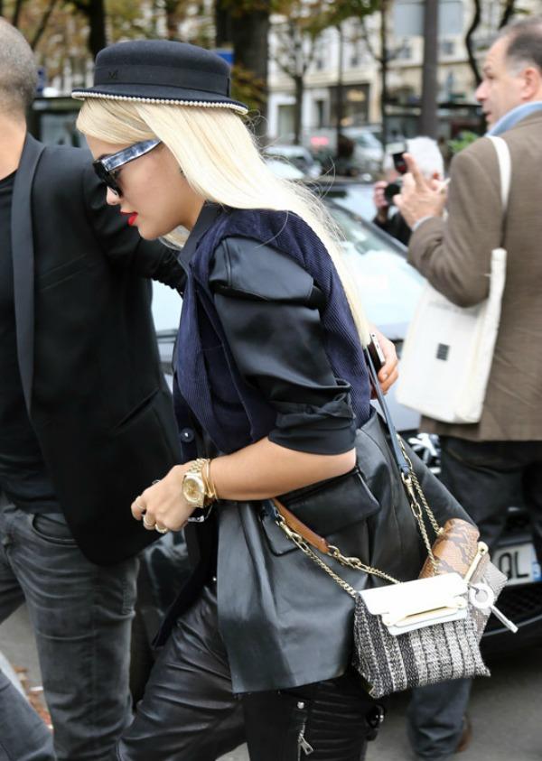 Rita Ora sa cak dve Kloe tasnice hmm koja je lepsa Nedelja mode u Parizu: Deset tašni poznatih ličnosti