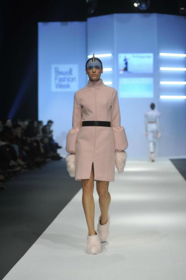 Roze elegantan kaput 34. Perwoll Fashion Week: Ana Ljubinković