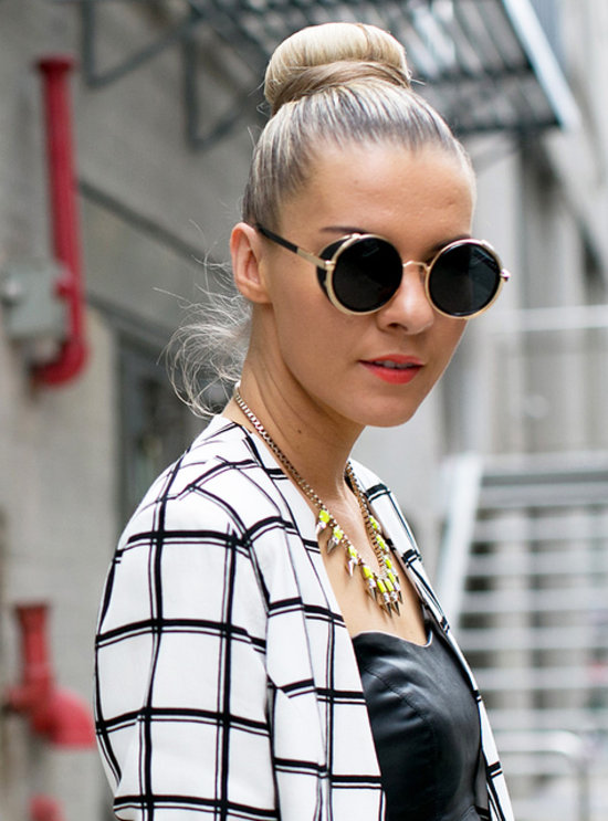 Update your topknot Fall sleek clean lines Beauty Street Style: Jesenji trendovi