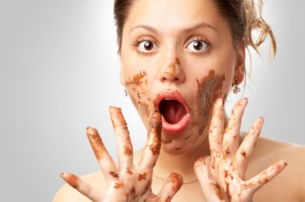 crazy woman eating chocolate Danas sam luda