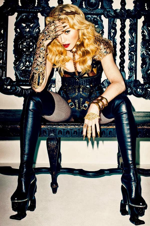 madonna by terry richardson for harpers bazaar november 2013 1 Harper's Bazaar US: Madonna kao seksi ratnica