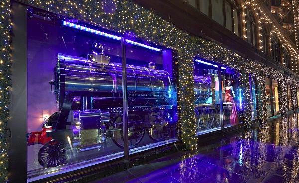 01 Harrods Express Veličanstveni Harrods izlozi u novogodišnjem i božičnom stilu