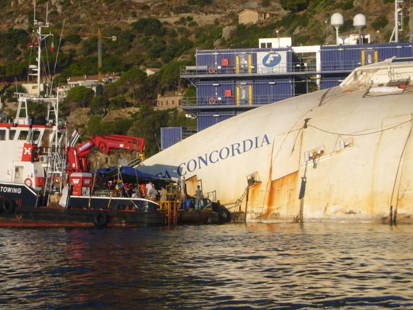 Costa Concordia 1 Discovery Channel prikazuje izvlačenje broda Kosta Konkordija