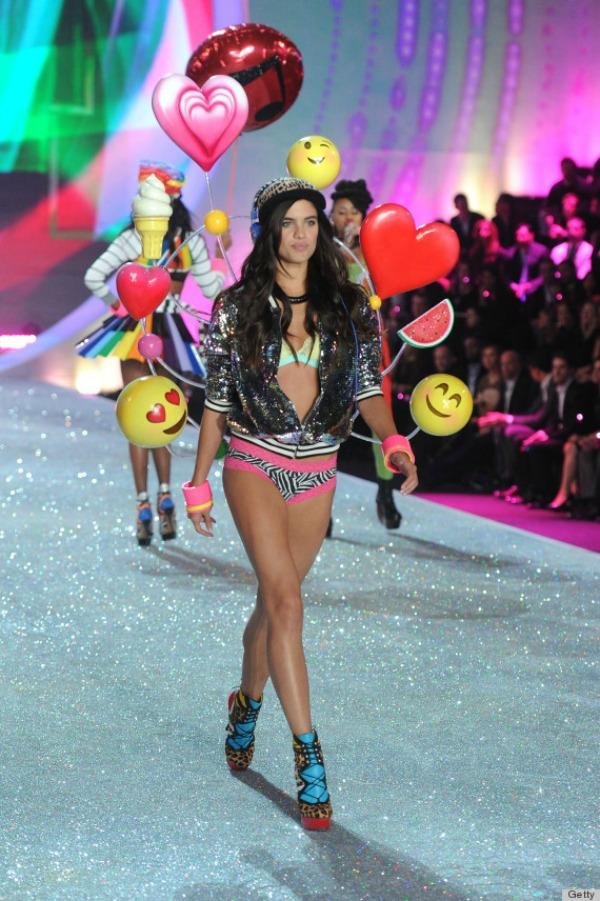 Da li to emotikoni izlaze iz guze  10 bizarnih i otkačenih odevnih kombinacija sa Victoria's Secret modnog spektakla
