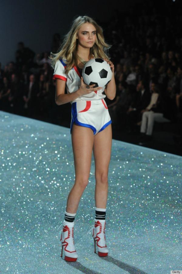 Fudbal u stiklama rizicno 10 bizarnih i otkačenih odevnih kombinacija sa Victoria's Secret modnog spektakla