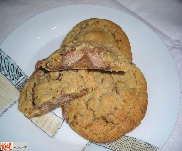 Gotovi slatkisi Ukusne poslastice: Jednostavni Snikers kolačići