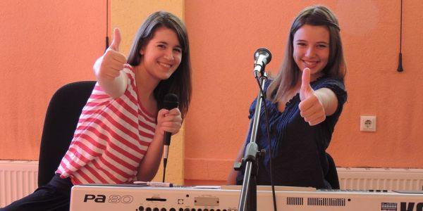 Ilma i Emina Mahmutbegovic za klavijaturom Wannabe talenti: Ilma i Emina Mahmutbegović
