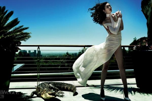 """Jedan od editorijala pod nazivom """"Savage Grace"""" sa Liu Ven Modni zalogaj: Mario Testino i kineske lepotice za """"Vogue China"""""""