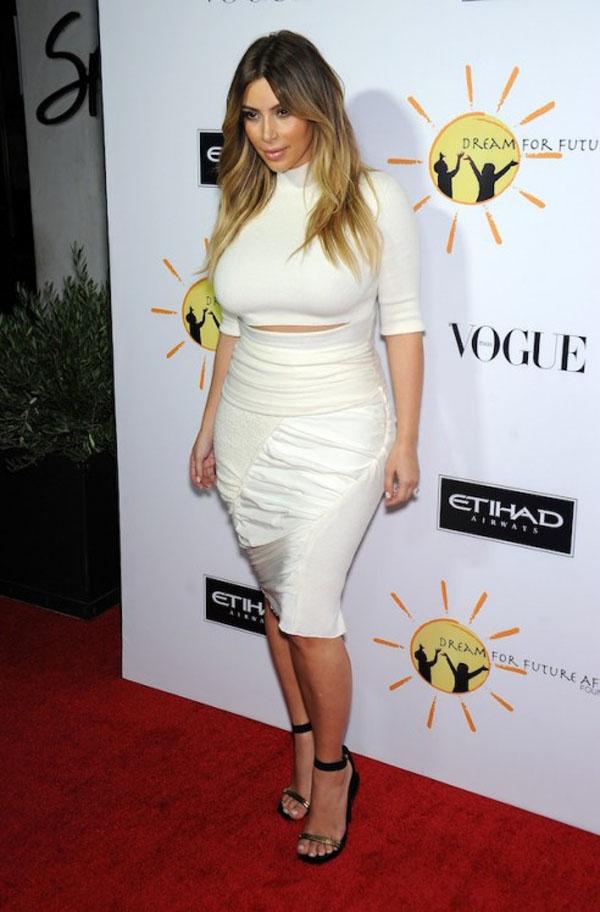 Kim Kardashian Dream for Future Africa Gala 13 492x748 Kim Kardashian u svojoj novoj stilskoj fazi zvanoj Kanye
