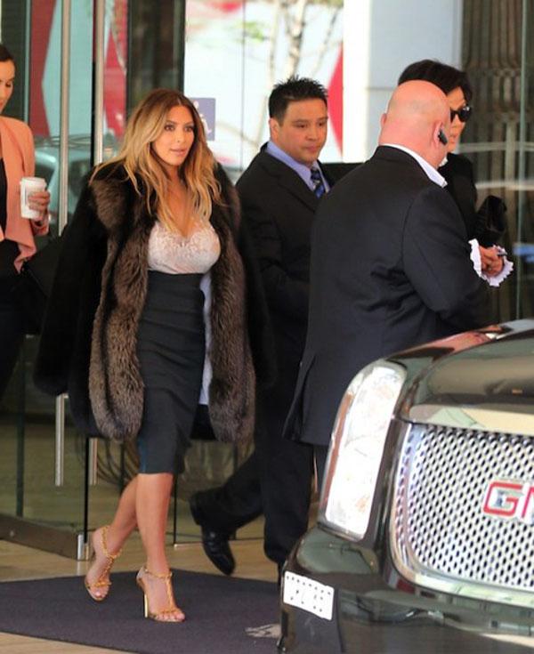 Kim Kardashian San Francisco Dinner with Kris Jenner 4 492x603 Kim Kardashian u svojoj novoj stilskoj fazi zvanoj Kanye