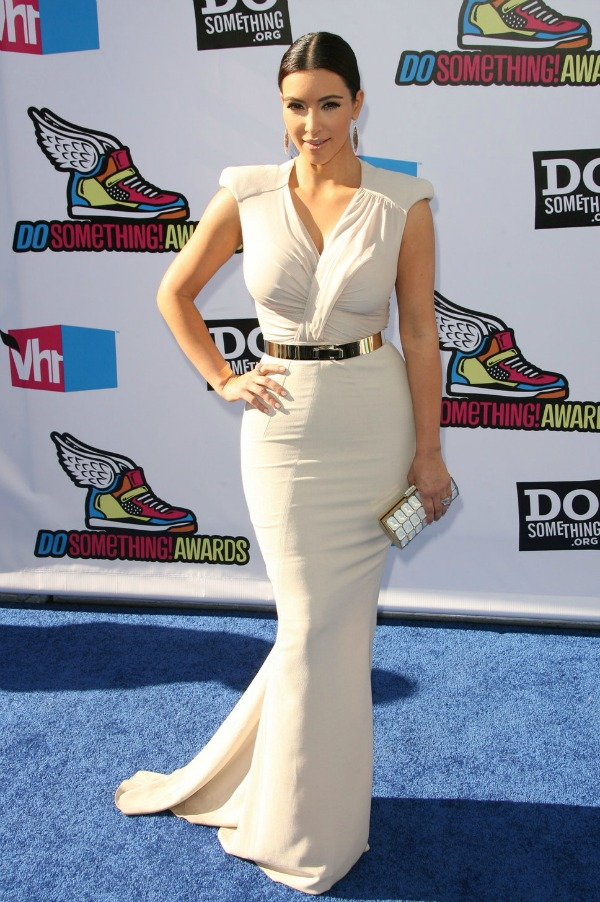 Kim Kardashian 3 One to nose ovako: Metalik