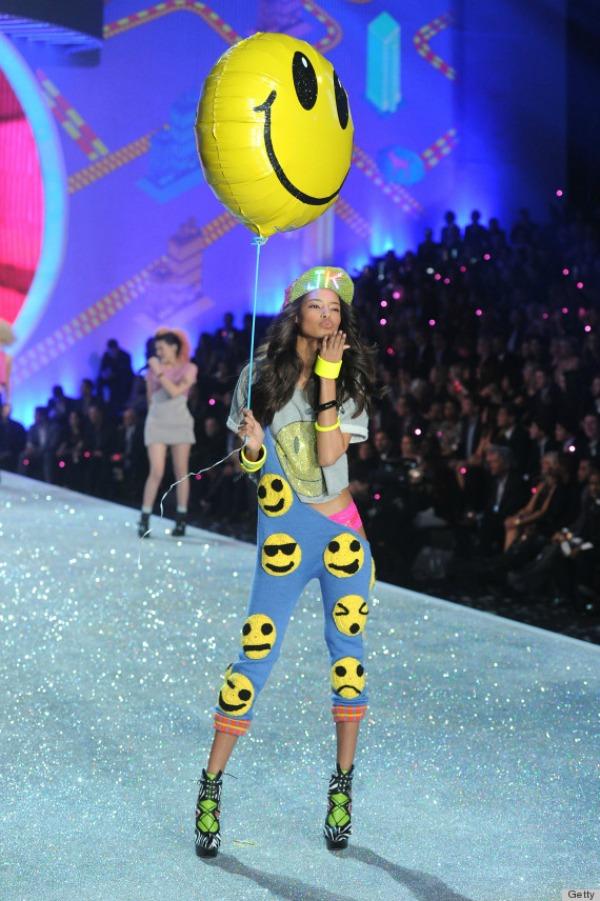Ove pantalone greju kazete  10 bizarnih i otkačenih odevnih kombinacija sa Victoria's Secret modnog spektakla