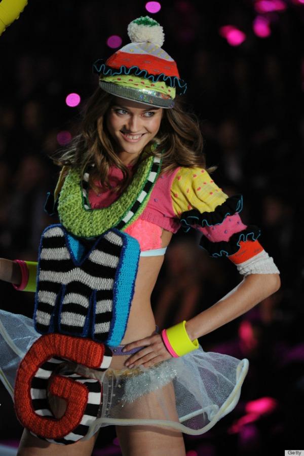 Poharala sam decju radnju priznajem 10 bizarnih i otkačenih odevnih kombinacija sa Victoria's Secret modnog spektakla