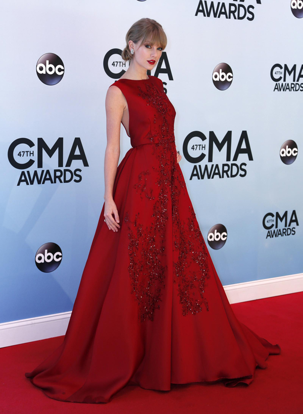RT TaylorSwift 6 Fashion Police: CMA Awards 2013