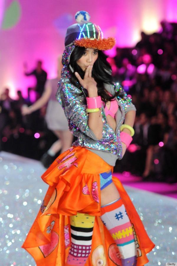 Sesti razred osnovne krenuo na vasar 10 bizarnih i otkačenih odevnih kombinacija sa Victoria's Secret modnog spektakla
