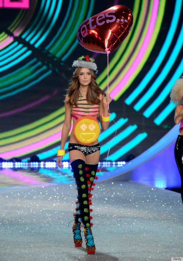 Sve sve ali carape na sandale 10 bizarnih i otkačenih odevnih kombinacija sa Victoria's Secret modnog spektakla