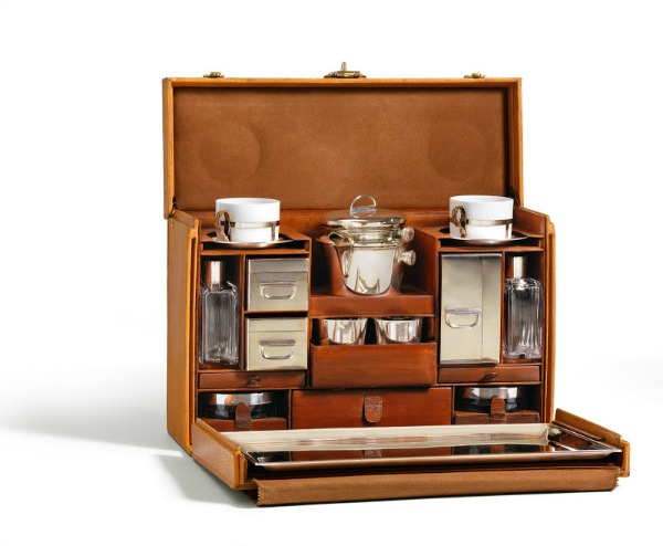 Tea trunk LV Pakujte kofere: Louis Vuitton je stigao u Moskvu!
