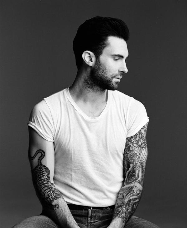 adam levine nous laisse admirer ses tatouages Najseksepilniji muškarci 2013. godine