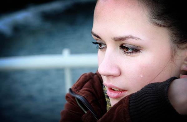 crying sad woman Plakanje je nepristojno
