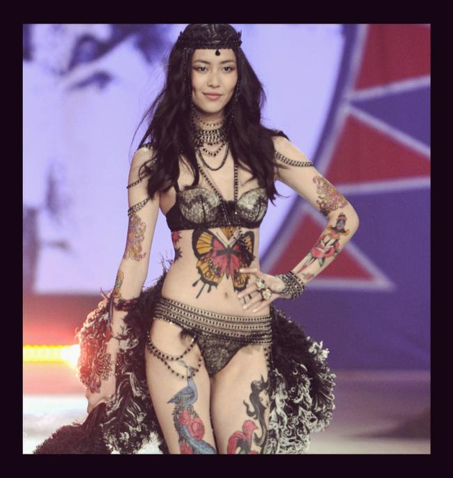 svaki model je prica za sebe Viktorijini anđeli raširili krila