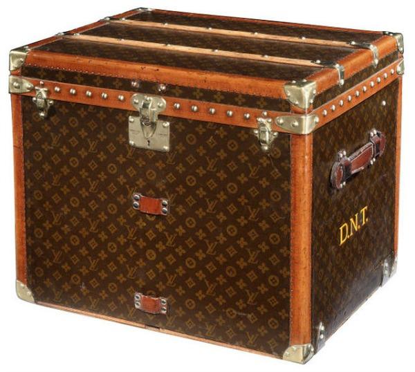 traditional trunk Pakujte kofere: Louis Vuitton je stigao u Moskvu!