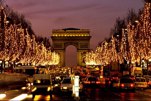 01 Pariz praznicna rasveta Lokacije u Parizu koje morate posetiti tokom božićnih i novogodišnjih praznika