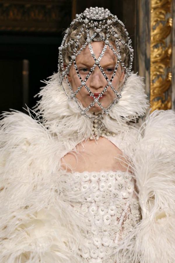Alexander Mc Queen raskos Sa krilima od perja u avanturu želja