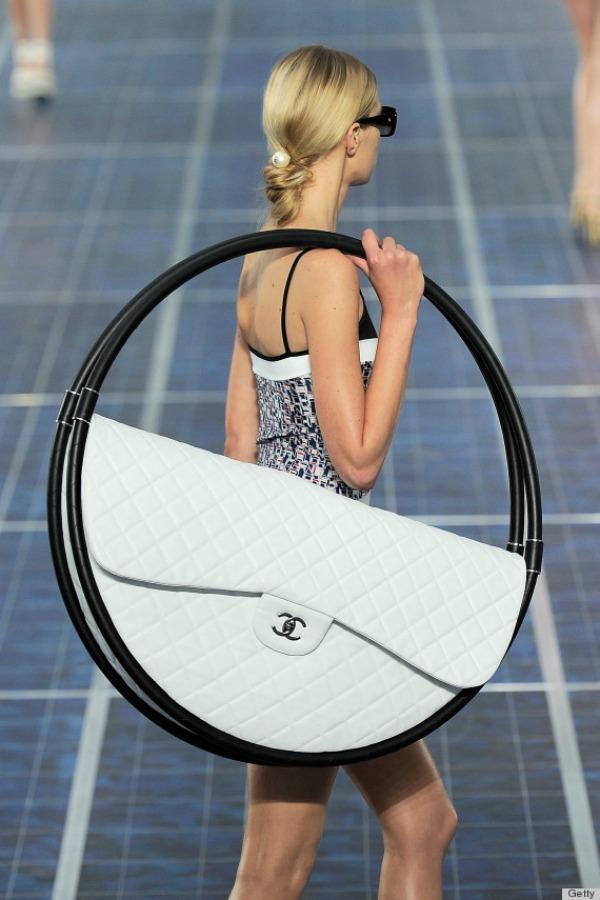 Chanel hulahop torba 12 Chanel proizvoda koje Coco Chanel ne bi odobrila