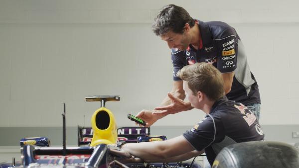 Mark Webber RBTS 3 Budi domaćin svoje izložbe sa Red Bull #TheShow