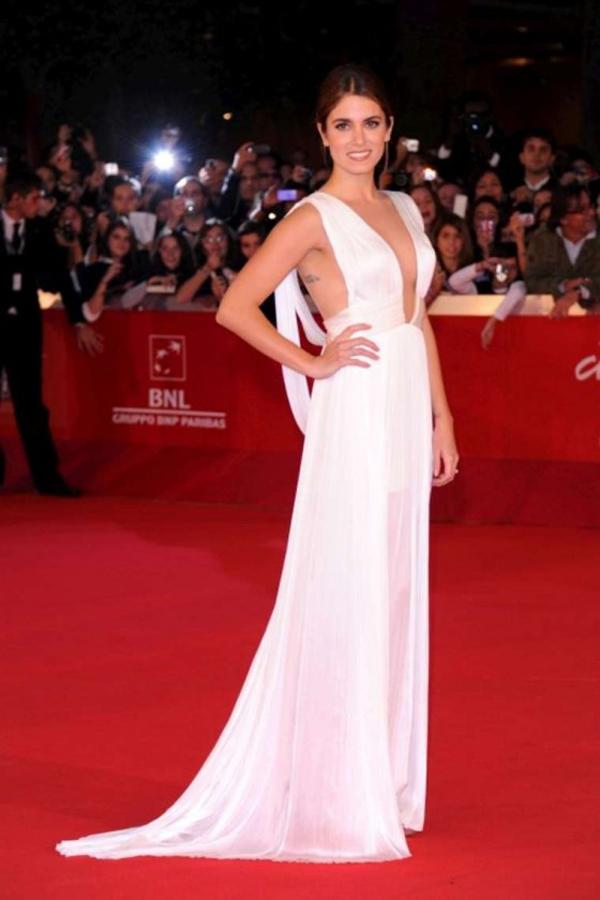 Nikki Reed White Dress Candids at Premiere in Rome 02 560x840 Obuci trend: Bele haljine