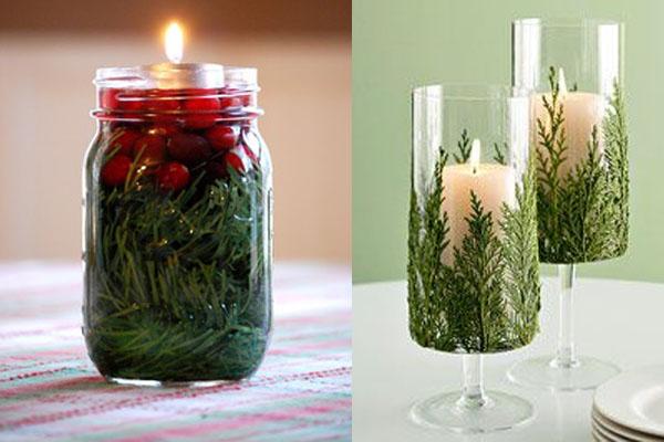 Svece i borovina u staklu Novogodišnje drvce u malom prostoru