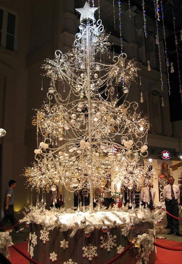 Velika bela jelka Deset najluksuznijih novogodišnjih ukrasa