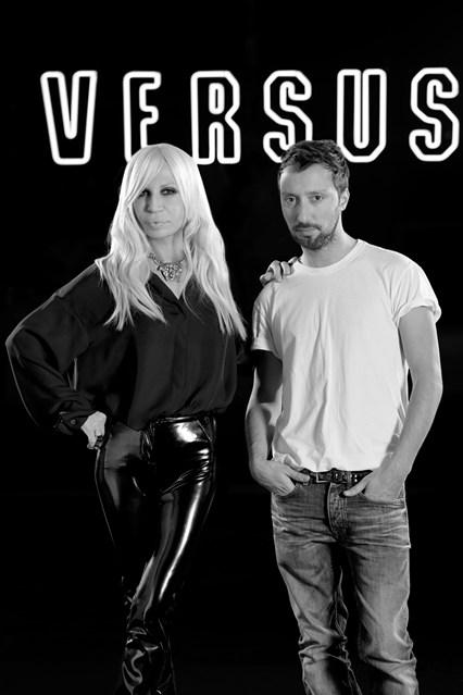 Versus Versace Vogue 19Dec13 pr b 426x639 Modna saradnja: Versace i Anthony Vaccarello