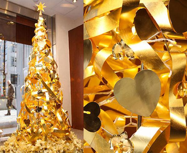 Zlatna jelka sa ukrasima od srca  Deset najluksuznijih novogodišnjih ukrasa