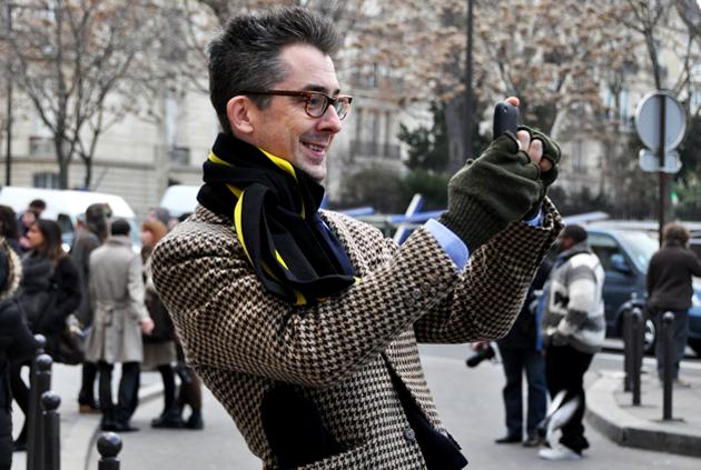embedded twice around ascot knot Moda za muškarce: Četiri načina kako možete nositi šal